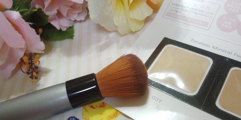 kosmetyki i pędzle do makijażu
